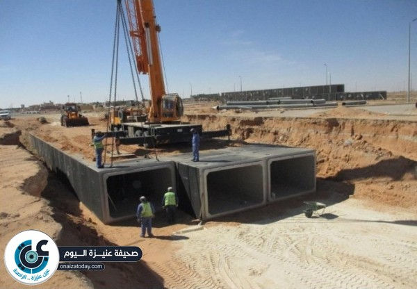 بلدية عنيزة تتعامل مع حوالي 24 ألف م3 من الرمال والصخور في شهر واحد